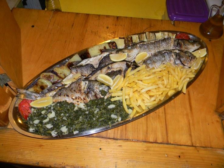 Riba i povrće na gradele Trpanj Croatia