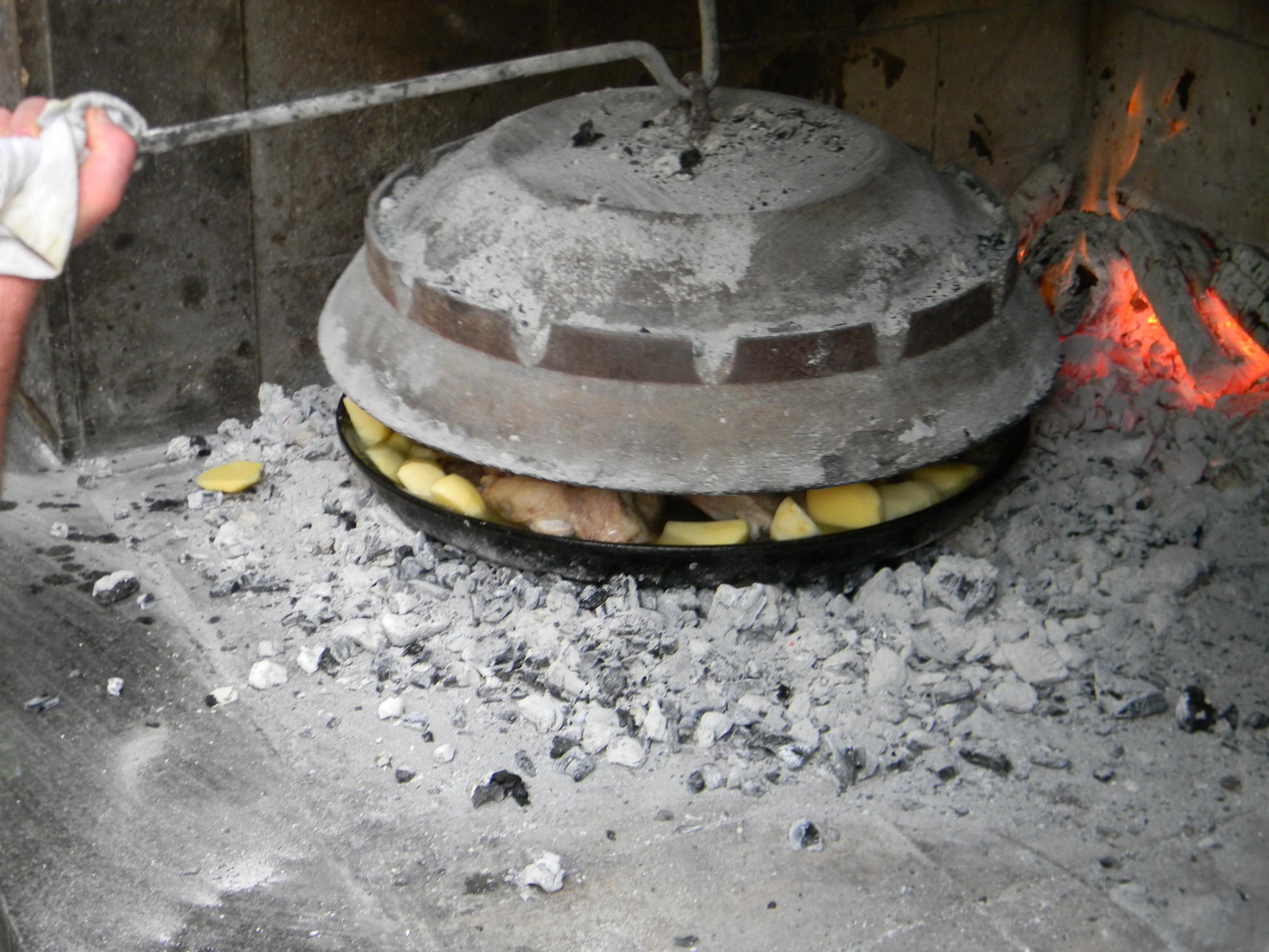 Meat and potatoes under Peka – Konoba Škojera, Trpanj Croatia