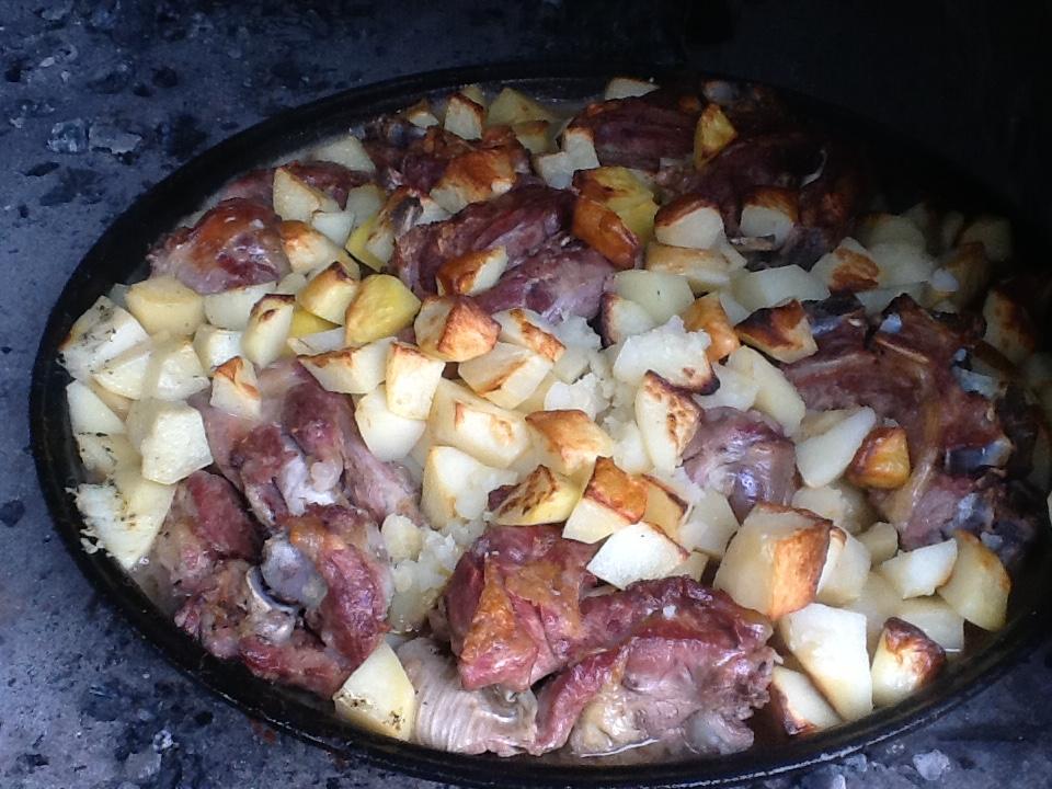 baked lamb and potatoes restaurant trpanj